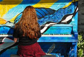 Mansfield 88 - Public Piano Display